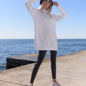 Купить онлайн белый удлиненный батник с капюшоном (размер 42-56) женский