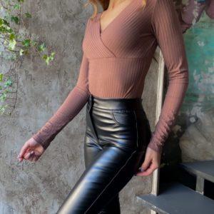 Приобрести онлайн цвета мокко боди из трикотажа мустанг с вырезом для женщин