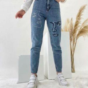 Купить дешево женские джинсы мом с вышивкой голубые и высокой талией