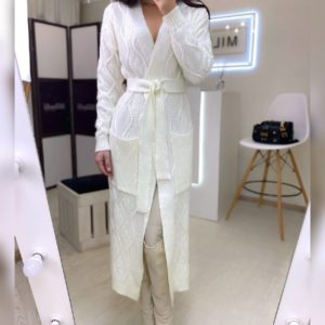 Заказать женский молочный длинный вязаный кардиган с поясом онлайн
