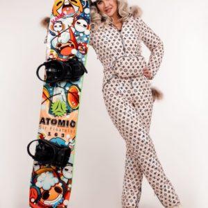 Заказать белого цвета женский принтованный лыжный комбинезон с мехом енота (размер 40-48) в интернете