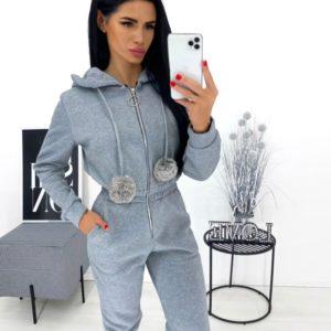 Заказать серый комбинезон для женщин на флисе с помпонами (размер 42-48) в интернете