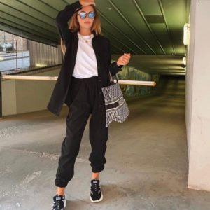 Приобрести черного цвета вельветовый женский костюм с oversize рубашкой (размер 42-48) по скидке