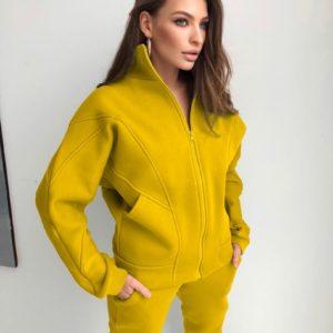 Купить желтый теплый костюм женский с перестрочками на кофте недорого