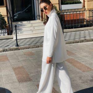 Купить женский белый свободный костюм из ангоры со свитером под шею (размер 42-52) выгодно