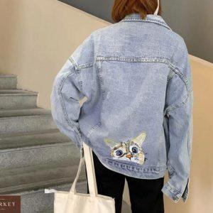 Заказать женскую куртку голубого цвета джинсовую oversize с вышивкой кот онлайн