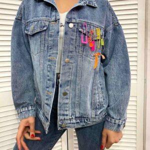 Заказать женскую джинсовую голубую куртку оверсайз на пуговицах дешево