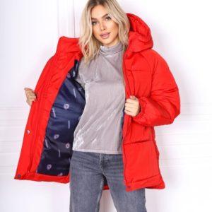 Купить онлайн женскую куртку oversize красного цвета с рукавом реглан (размер 42-48) дешево