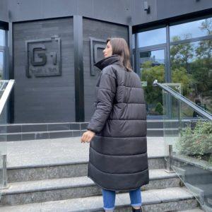 Приобрести по скидке женскую длинную утепленную куртку с поясом (размер 42-48) черного цвета