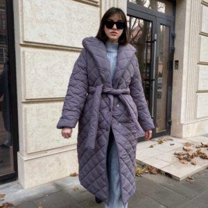 Заказать женское стёганное серое пальто с капюшоном по скидке