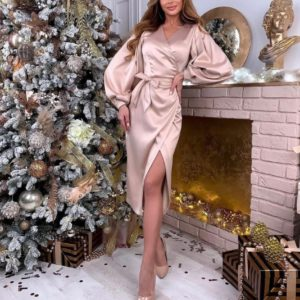 Заказать бежевое атласное женское платье на запах с пышными рукавами недорого