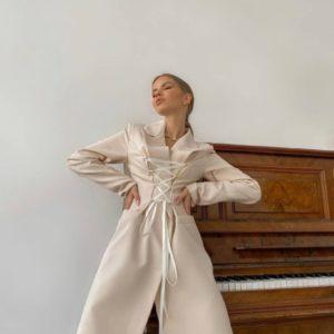 Приобрести светло-бежевый женский платье-пиджак с имитацией корсета по низким ценам