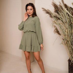 Приобрести онлайн женское свободное платье с рюшами и поясом оливкового цвета
