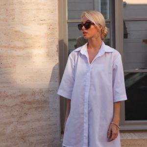 Приобрести белого цвета объёмное платье-рубашка из хлопка с рукавом 3/4 (размер 42-48) для женщин онлайн