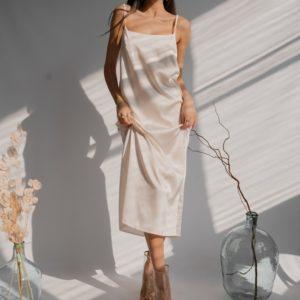 Купить молочного цвета женское платье на бретельках из шелка армани (размер 42-48) по скидке