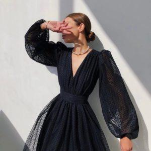 Заказать женское платье с объемными рукавами черного цвета с сеткой в горошек в Украине