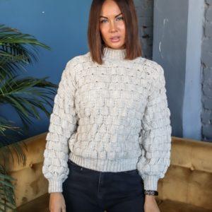 Купить бежевый женский короткий свитер структурной вязки под шею в интернете