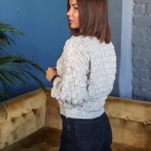 Заказать бежевого цвета по скидке короткий свитер структурной вязки под шею для женщин