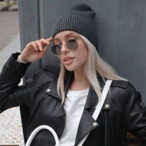 Приобрести цвета графит женскую шапку бини в интернете