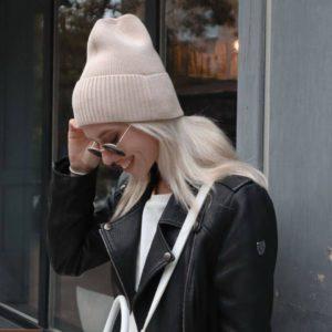 Заказать женскую шапку бини беж онлайн