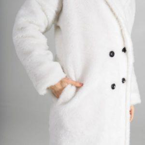 Заказать женскую длинную белую шубу из эко меха со спущенным рукавом онлайн