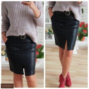 Приобрести дешево женскую юбку из эко кожи с поясом и разрезом спереди черного цвета