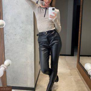 Заказать черного цвета брюки из эко кожи на флисе женские онлайн