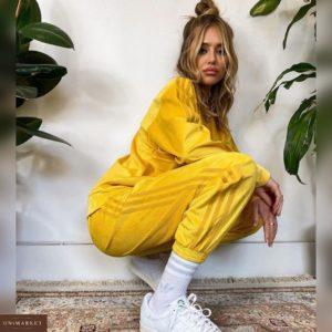 Заказать женский спортивный желтый костюм из вельвета (размер 42-48) по скидке