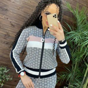 Купить серый принтованный женский костюм машинной вязки на змейке выгодно