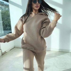 Заказать бежевый теплый женский спортивный костюм на флисе со швами онлайн