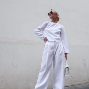Купить белого цвета женский брючный костюм выгодно клеш со свитшотом (размер 42-50)