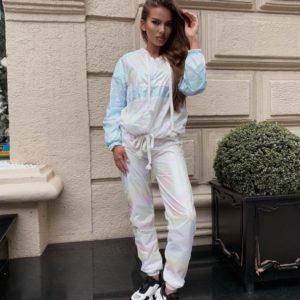 Купить женский белый спортивный костюм из перламутровой плащевки по скидке