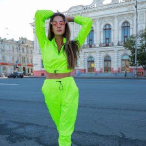 Приобрести салатовый неоновый спортивный костюм с укороченным худи по низким ценам для женщин