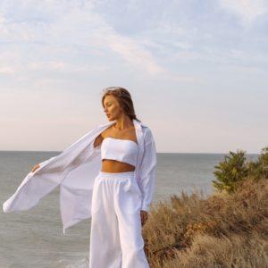 Заказать белого цвета костюм тройка: длинная рубашка+топ+широкие штаны женский в интернете
