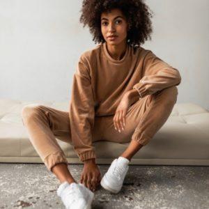 Заказать цвета кэмел велюровый костюм со свитшотом (размер 42-48) онлайн для женщин