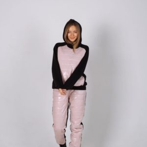 Приобрести пудра женский теплый костюм на флисе с отделкой из лакированной плащевки в интернете