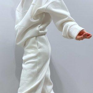 Заказать белый женский теплый спортивный костюм с худи оверсайз в интернете