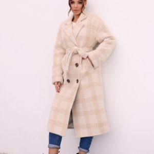 Приобрести по скидке бежевое зимнее пальто в клетку с поясом для женщин