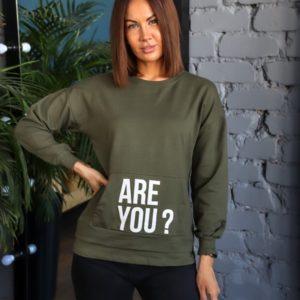 Купить недорого женский свитшот с надписями со спущенным рукавом (размер 42-50) цвета хаки по низким ценам