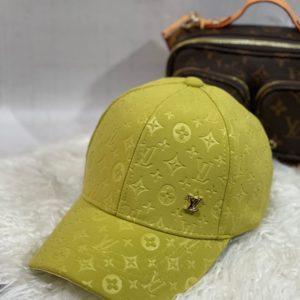 Купити салатового кольору для жінок бейсболку з лого Louis Vuitton в інтернеті