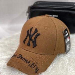 Купити коричневу чоловічу і жіночу бейсболку NY з рваностямі недорого