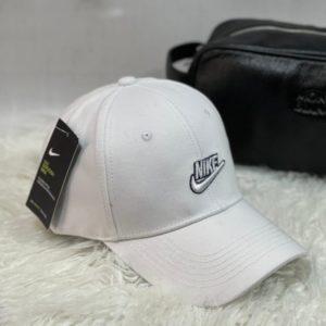 Приобрести белого цвета женскую и мужскую бейсболку с надписью Nike выгодно