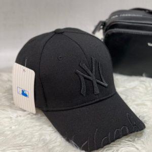 Замовити онлайн жіночу і чоловічу бейсболку NY з написом на козирку чорну