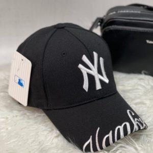 Замовити чорну жіночу і чоловічу бейсболку NY з написом на козирку в Україні