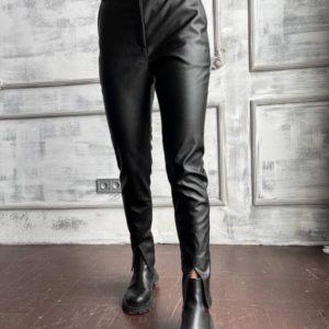 Купить черные женские брюки с разрезами из эко кожи на тонком флисе в интернете