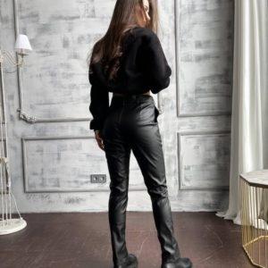 Заказать недорого женские брюки с разрезами из эко кожи на тонком флисе черного цвета