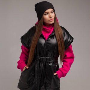 Заказать черную женскую утепленную жилетку из эко кожи с поясом (размер 42-52) недорого