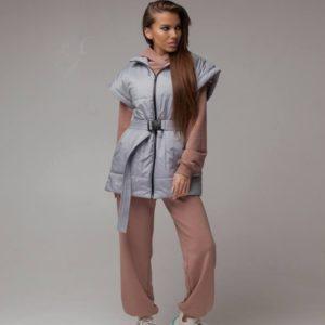 Заказать серого цвета женскую удлиненную жилетку из плащевки с поясом для женщин (размер 42-52) в интернете