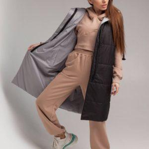 Купить по скидке женскую длинную двухстороннюю жилетку с капюшоном (размер 42-52) серо-черную