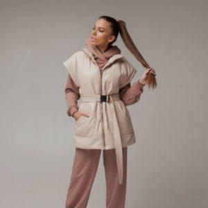 Купить бежевую утепленную жилетку для женщин из эко кожи недорого (размер 42-52) с поясом